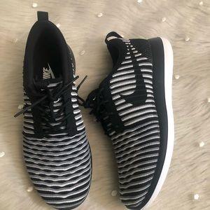 bf87c486664 Women s Nike Roshe Two Flyknit Sneaker on Poshmark